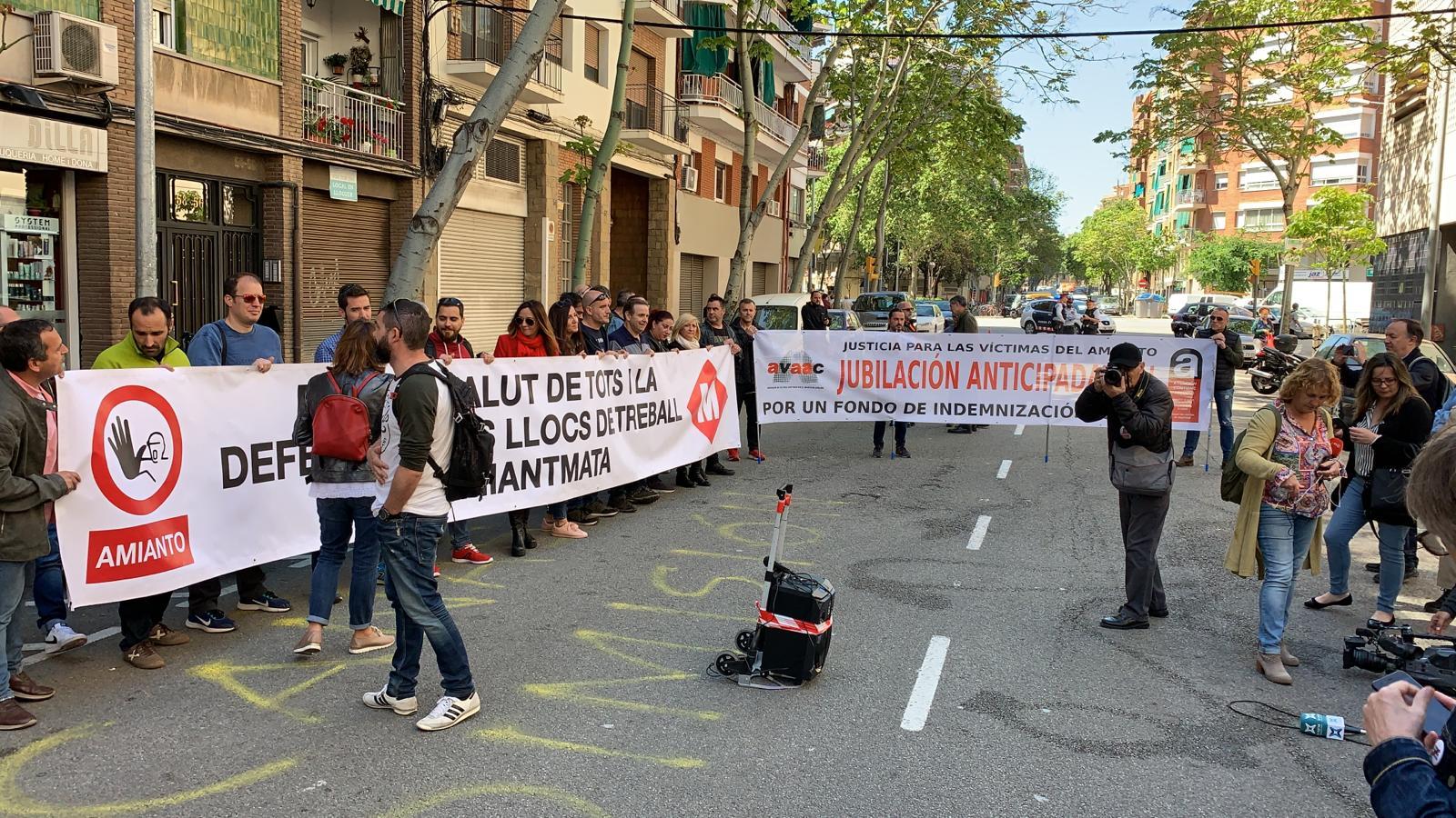 Manifest conjunt de treballadors del metro de diferents ciutats de l'Estat contra l'amiant