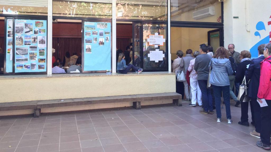 Cues per votar al Timbaler del Bruc, a Nou Barris