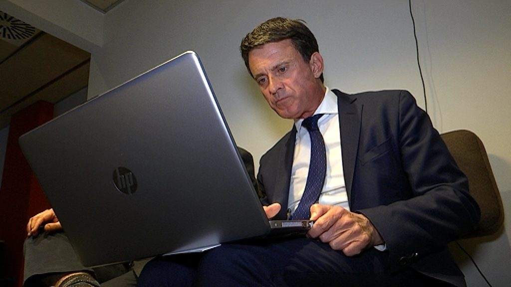 Manuel Valls fent la porra de betevé