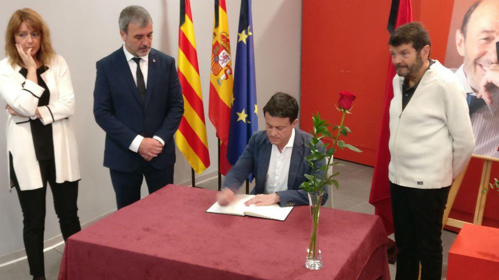 Valls firma el llibre per Rubalcaba