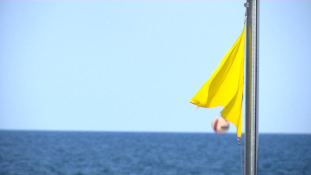 Bandera groga a la platja