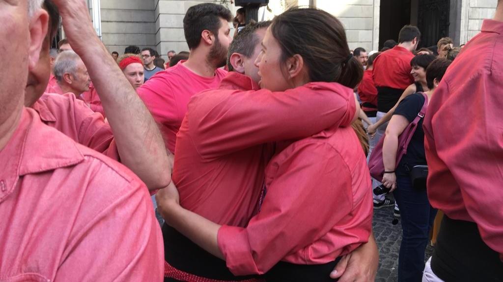 Abraçada a la plaça de Sant Jaume