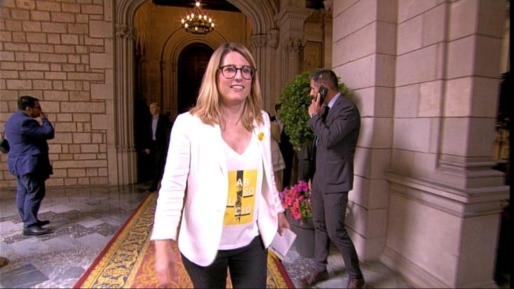 Elsa Artadi amb la samarreta d'absolució de Joaquim Forn