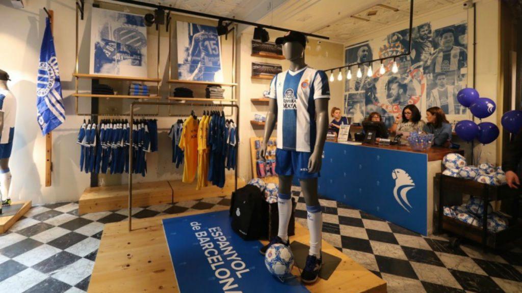 L'Espanyol obre una botiga permanent a La Rambla