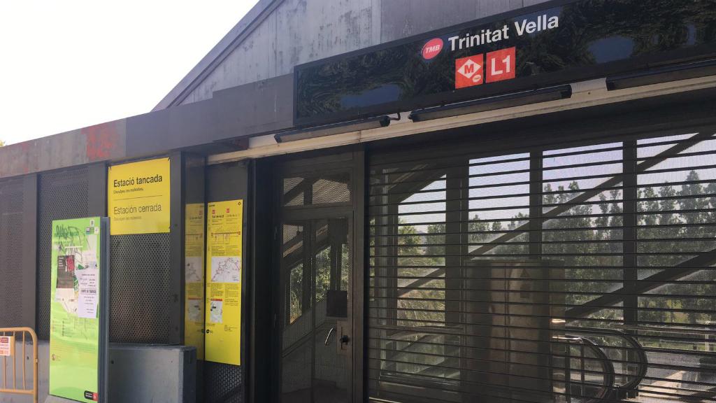 Estació de la Trinitat Vella tancada