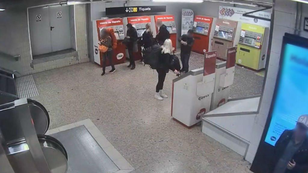 Detinguts furts al metro