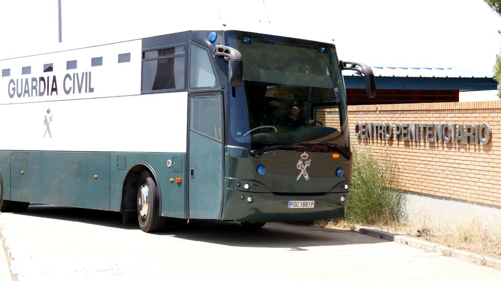 Els polítics presos arriben a la presó de Zuera
