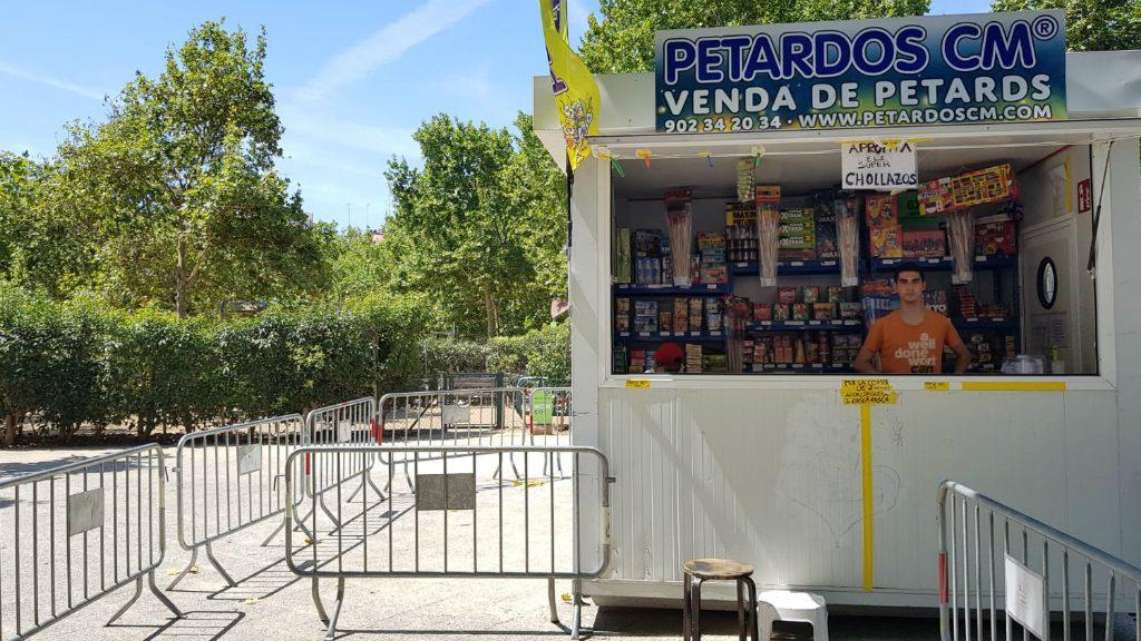 Punt de venda de petards al parc de la Pegaso