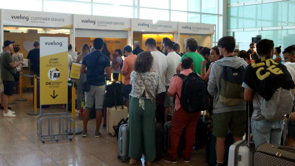 aeroport Prat cues Vueling