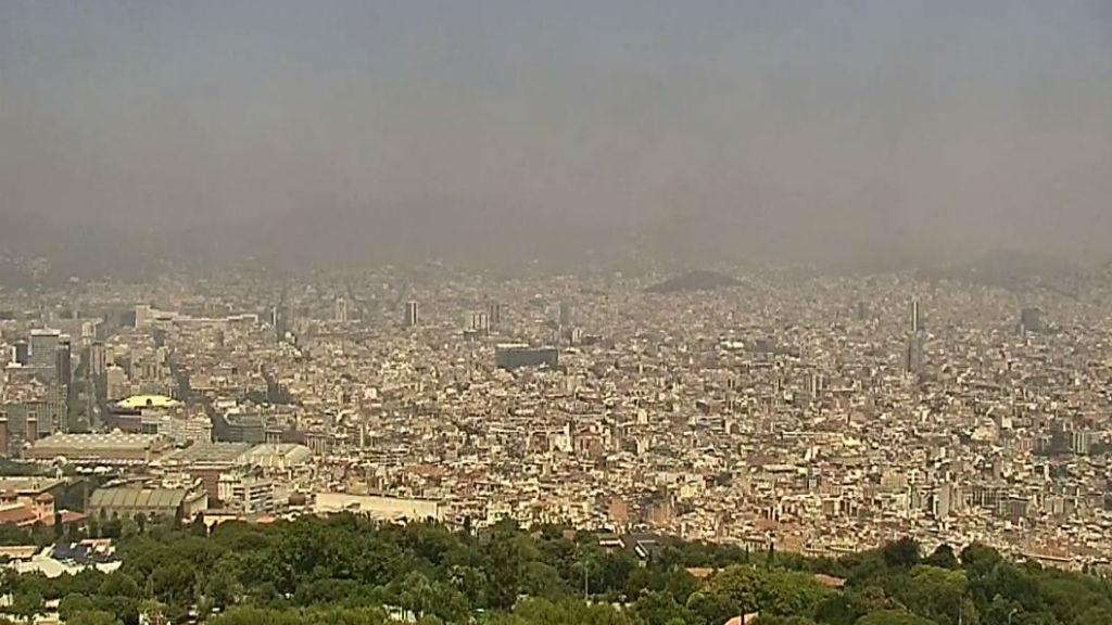 contaminació Barcelona des de Collserola