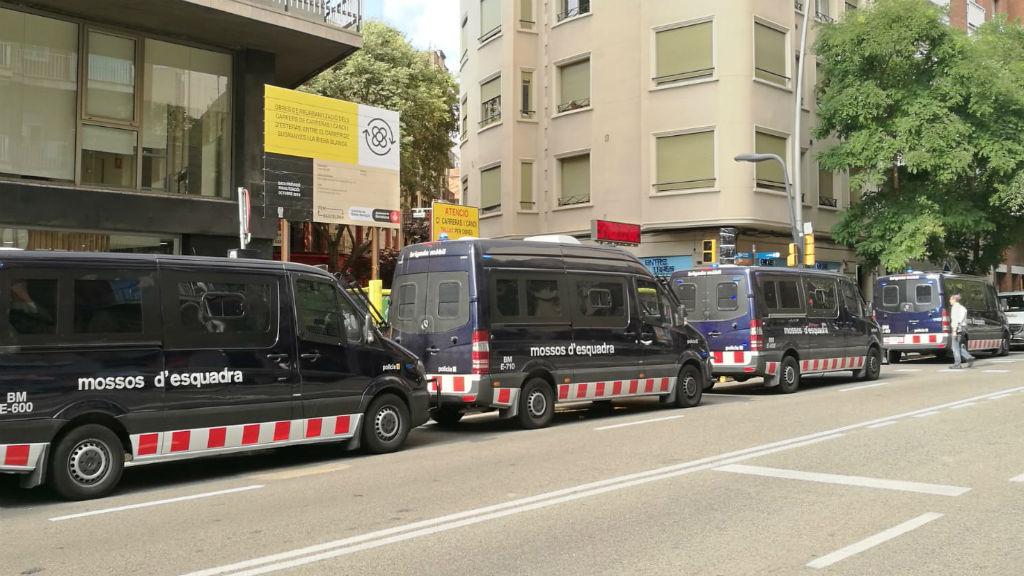 cordó policial desnonament Abdulah a Sants, carrer Ventura Plaja
