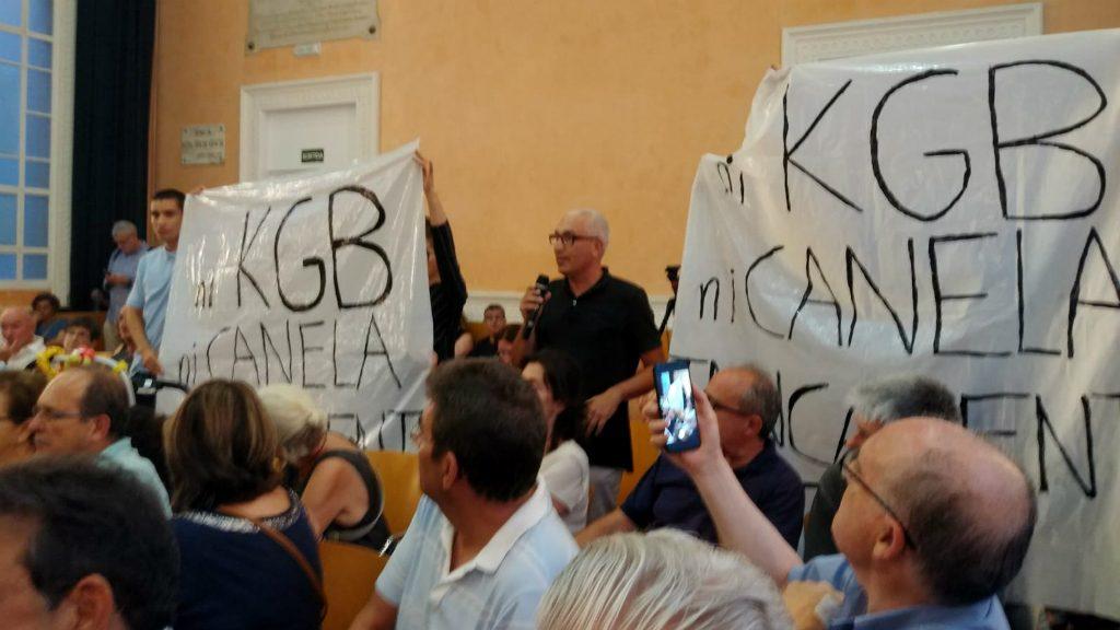 Protesta al consell plenari de Gràcia per la discoteca Canela
