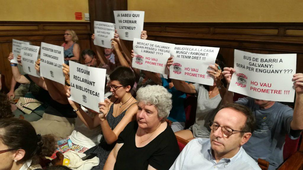 Protesta al Consell Plenari de Sarrià-Sant Gervasi