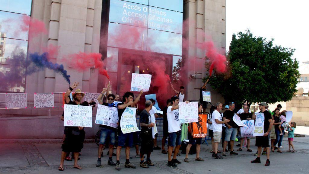 """Protesta del col·lectiu de """"riggers"""" a la Fira de Barcelona"""
