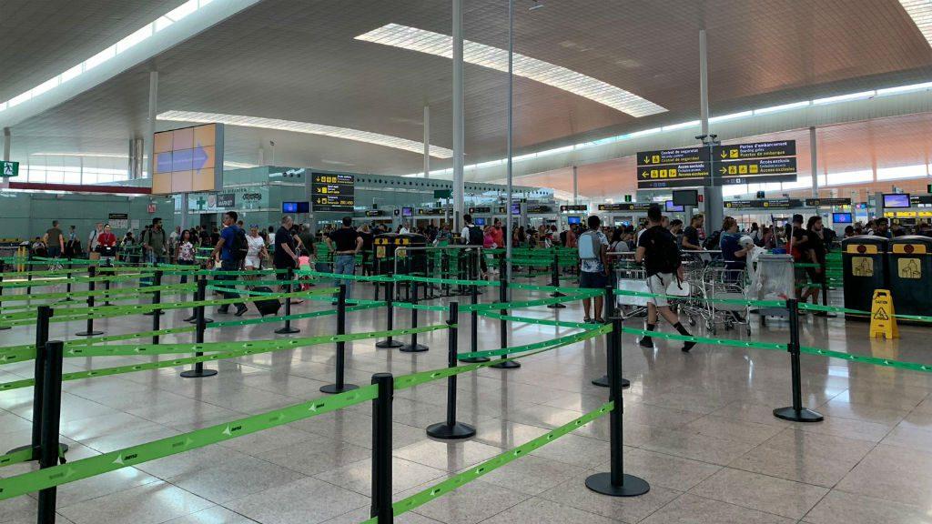 Controls de passatgers a l'aeroport del Prat