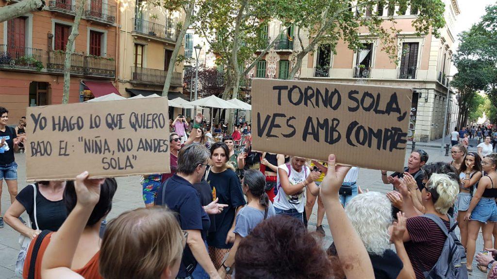 pancartes manifestació Gràcia