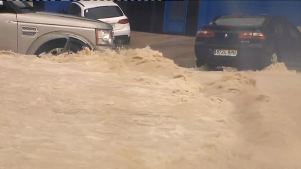Cotxes inundats per la DANA