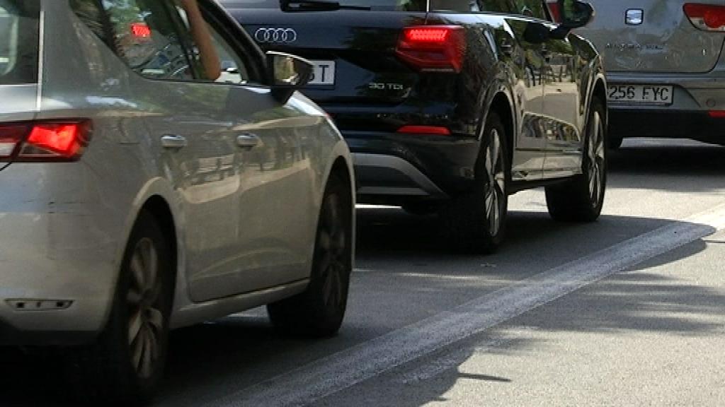 Cotxes circulant per Barcelona