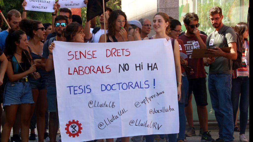 Protesta dels doctorants a la UPF