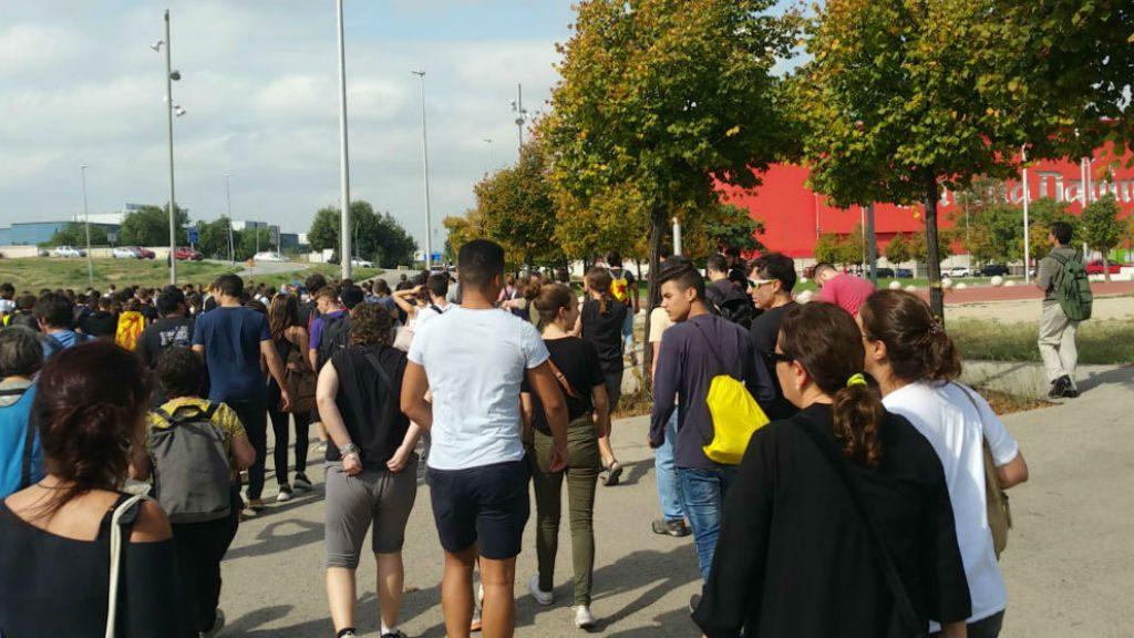 Manifestants a peu cap a l'aeroport