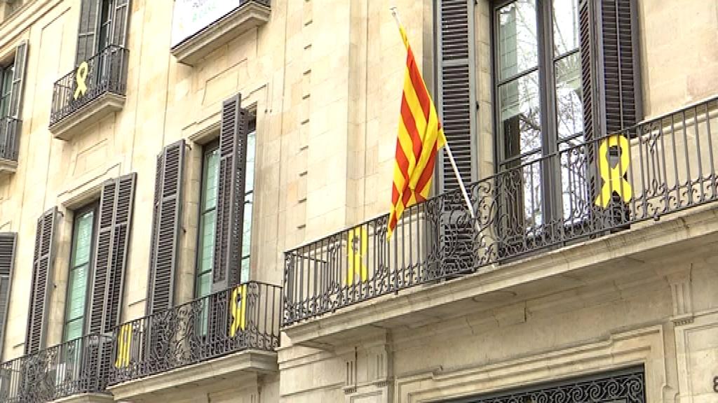 Llaços grocs a la Generalitat