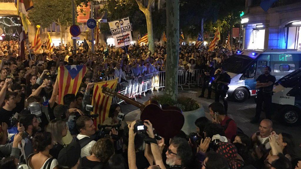 Manifestació de l'1 d'Octubre a Barcelona 2019 a la seu de la Comissió Europea