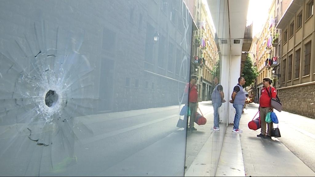 Un tret contra un vidre al Raval