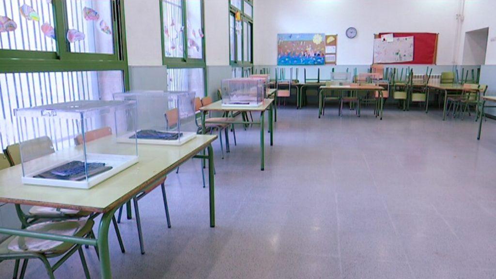 Escola electoral al col·legi Els Llorers