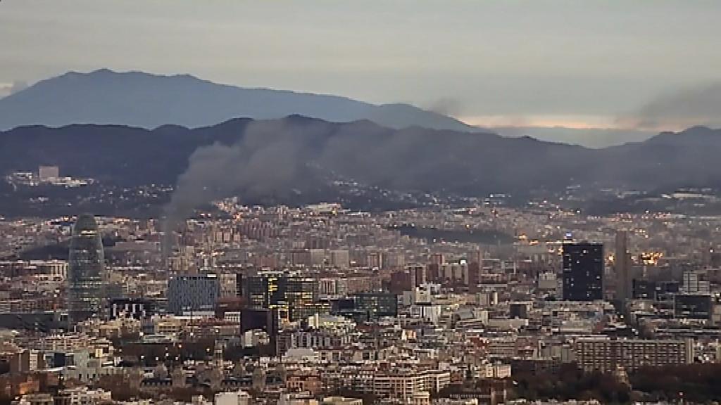 columna de fum incendi Sant Adrià