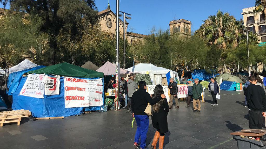Acampada de la plaça d'Universitat
