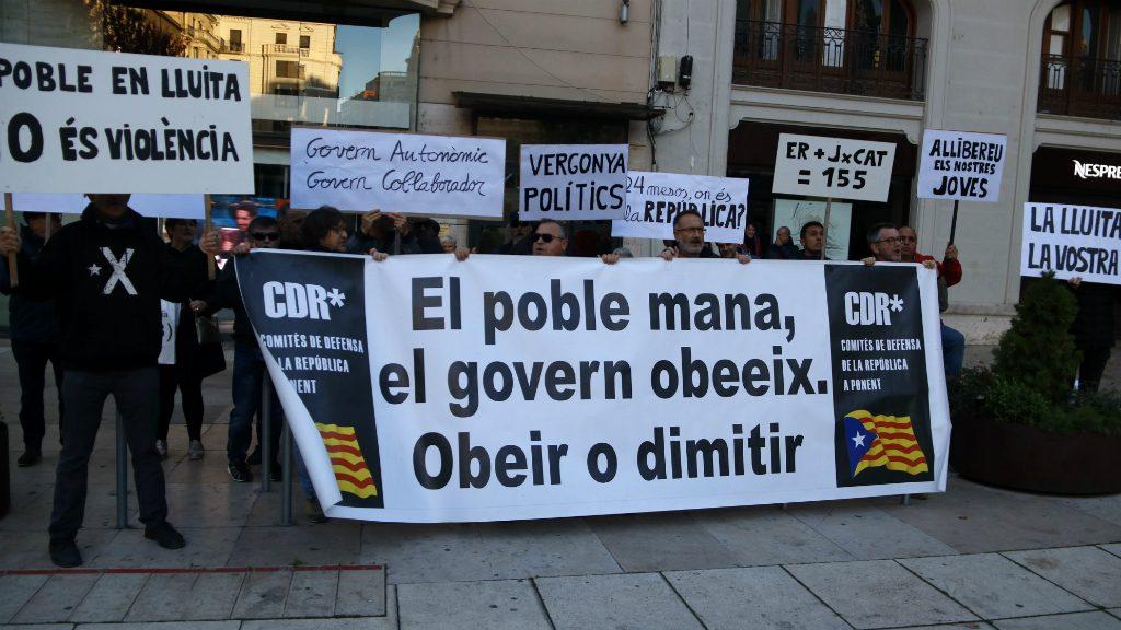 Protesta dels CDR a l'acte d'ERC a Lleida