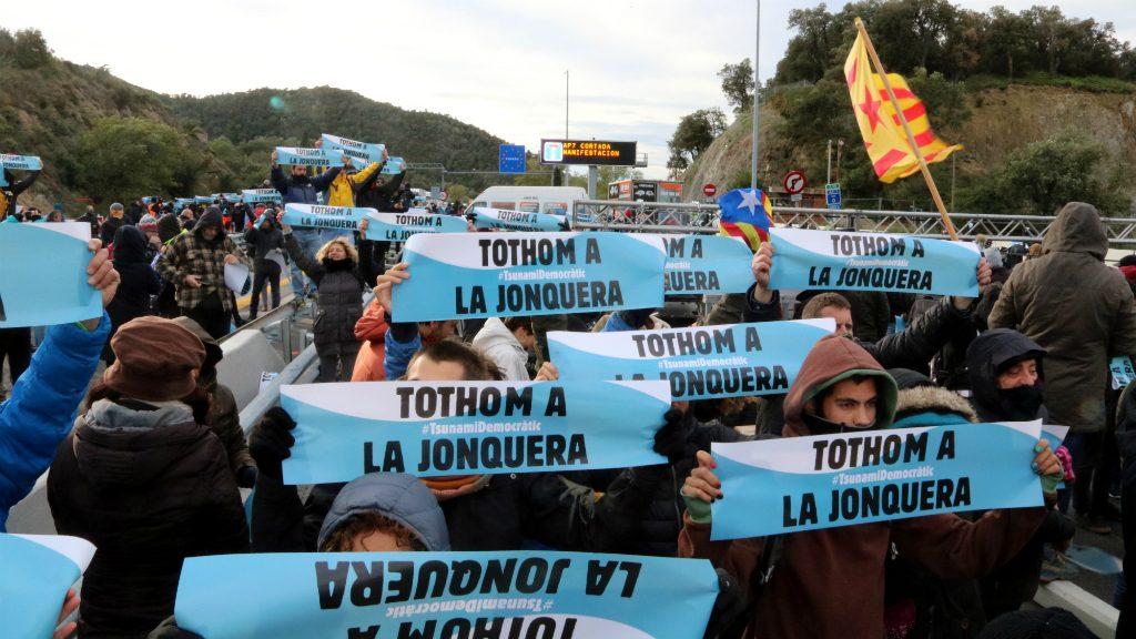 """cartell Tsunami """"Tothom a la Jonquera"""""""