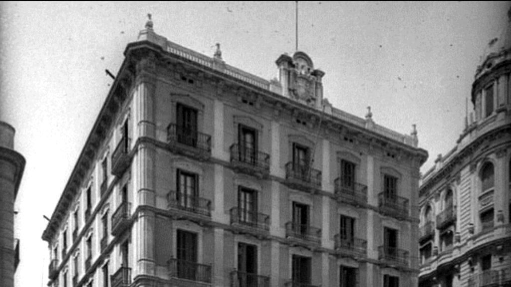 Terrat de la Prefectura Superior de la Policia amb l'escut franquista