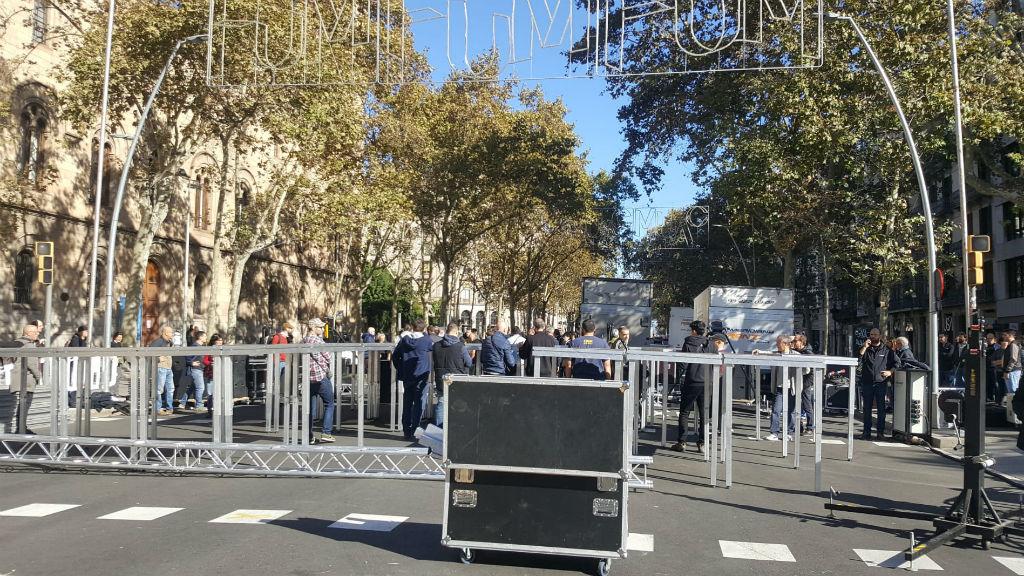 Muntatge Tsunami Democràtic a la plaça Universitat