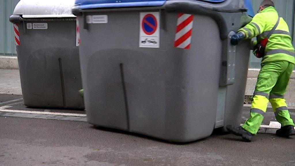 Reposició de contenidors al Camp Nou