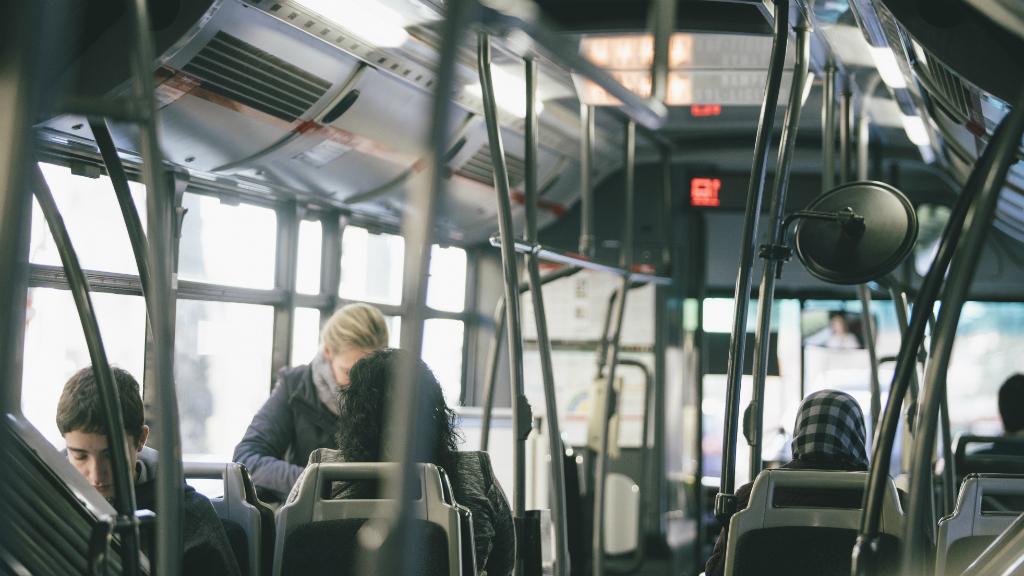 Interior d'un autobús de TMB