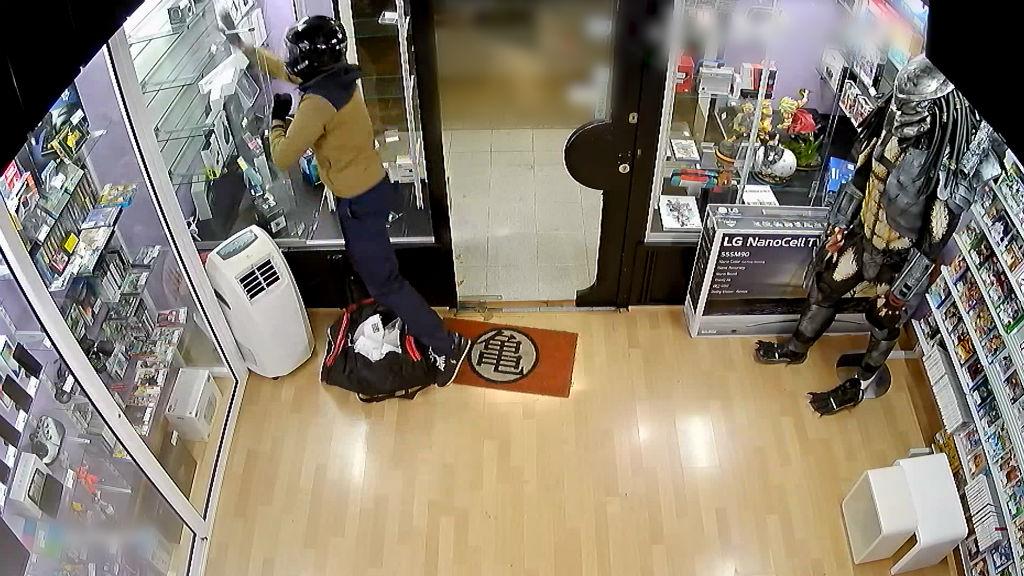 Robatori en una botiga de mòbils