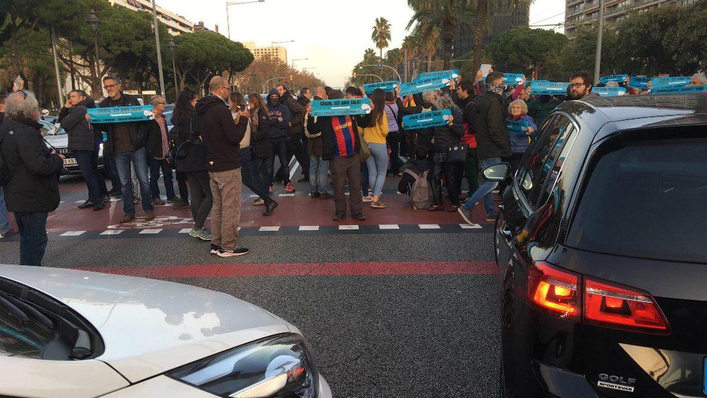 Tall de Tsunami Democràtic a l'avinguda Diagonal