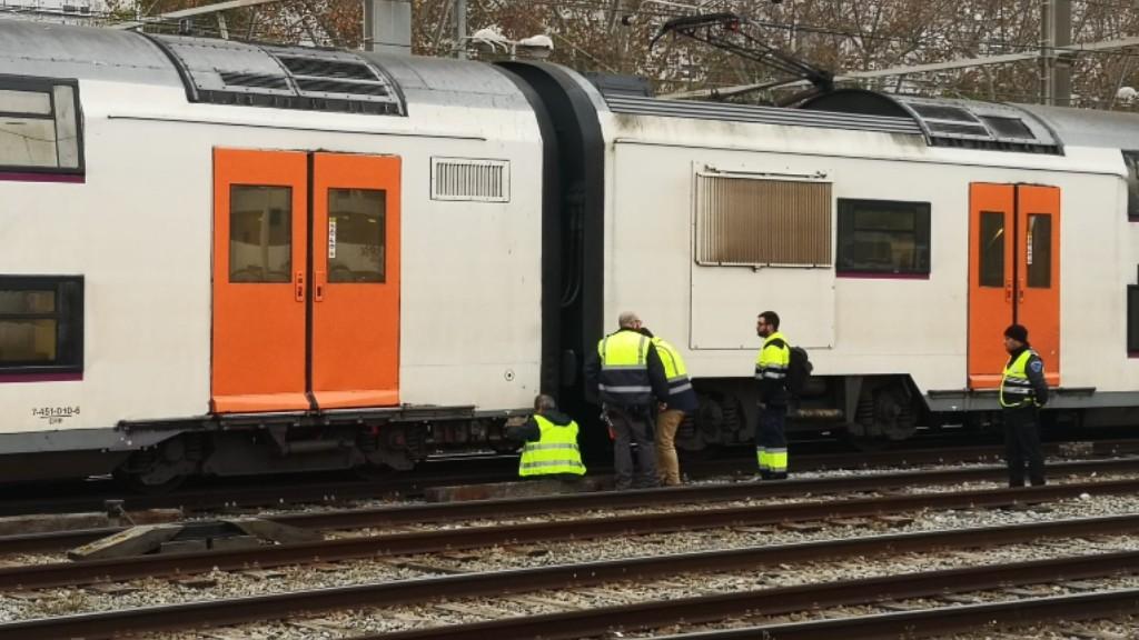Tren R2Sud descarrilat a l'Estació de França