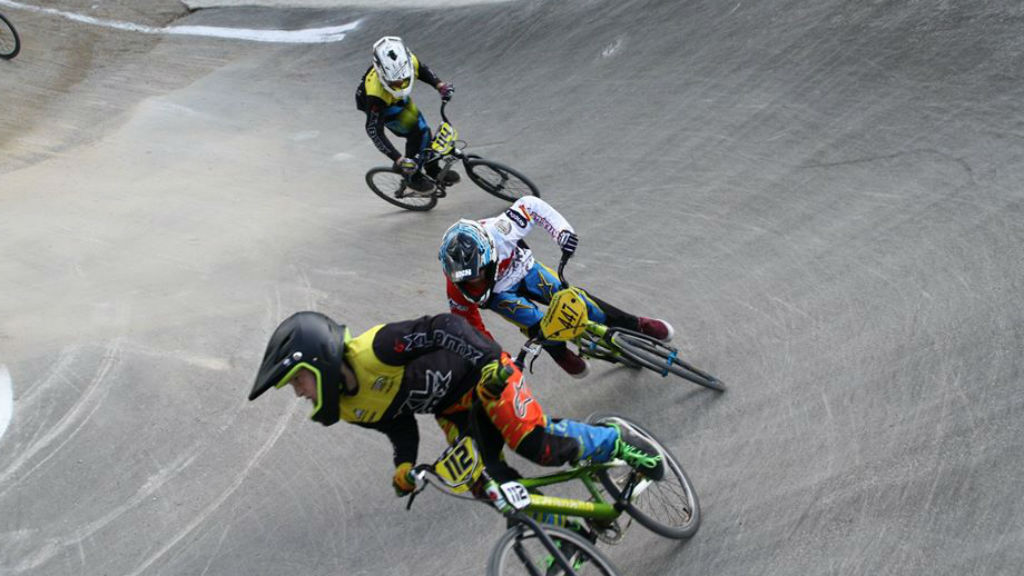 Ciclistes de BMX al circuit d'Horta