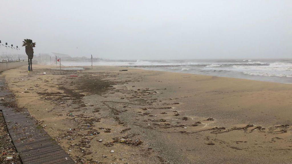 Temporal Gloria platja Mar Bella