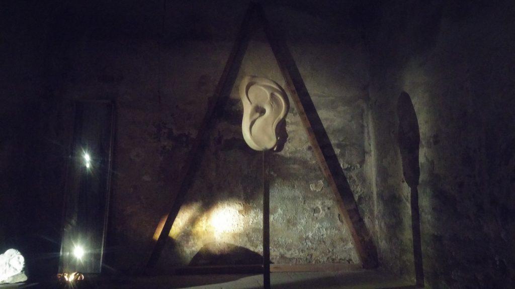 Orella 'Escoltar les escultures'