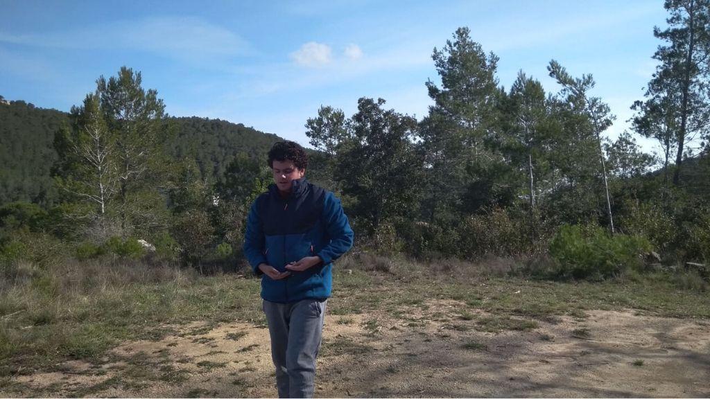 noi amb autisme al bosc confinament