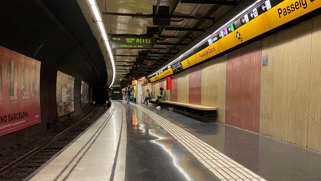 Andana de metro buida