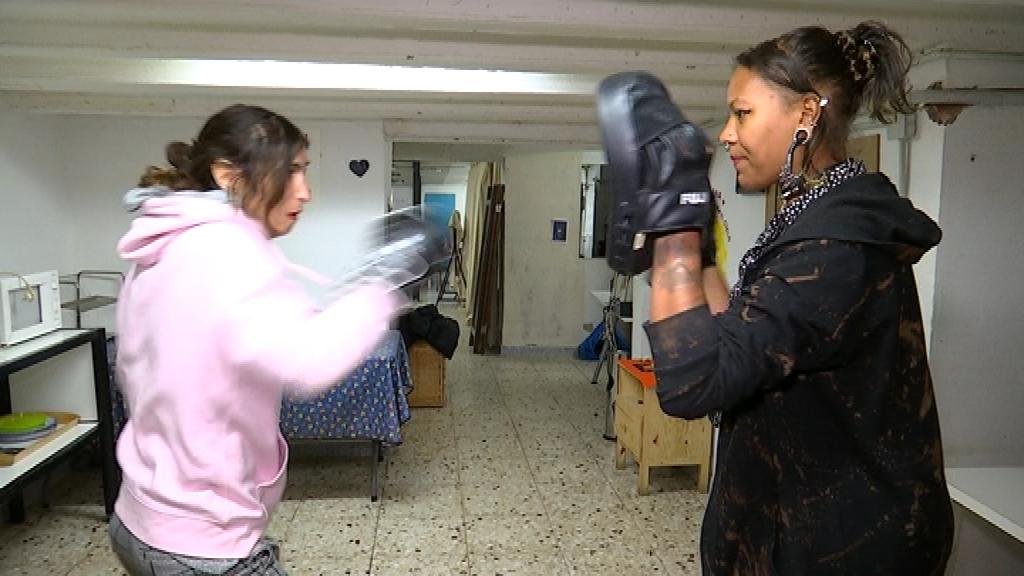 La Matilda imparteix classes de defensa personal a Metzineres.