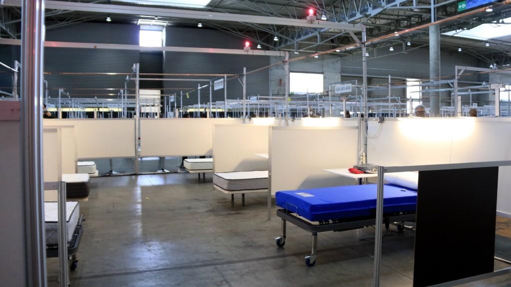 Llits a l'Hospital de Salut habilitat a la Fira de Gran Via