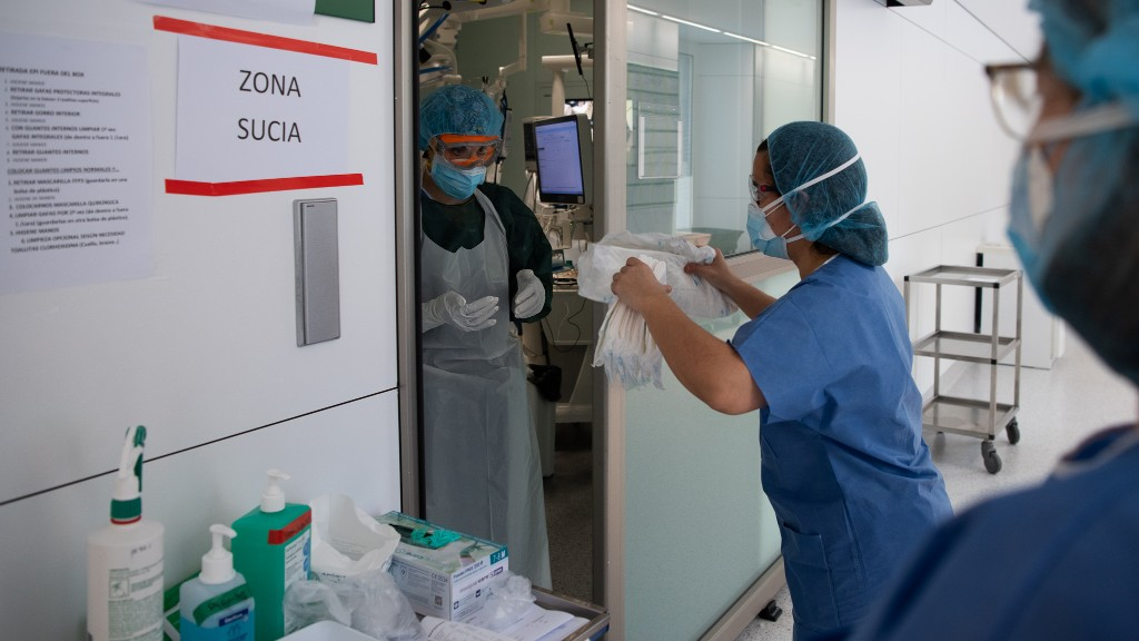 Repartiment de material sanitari a un hospital