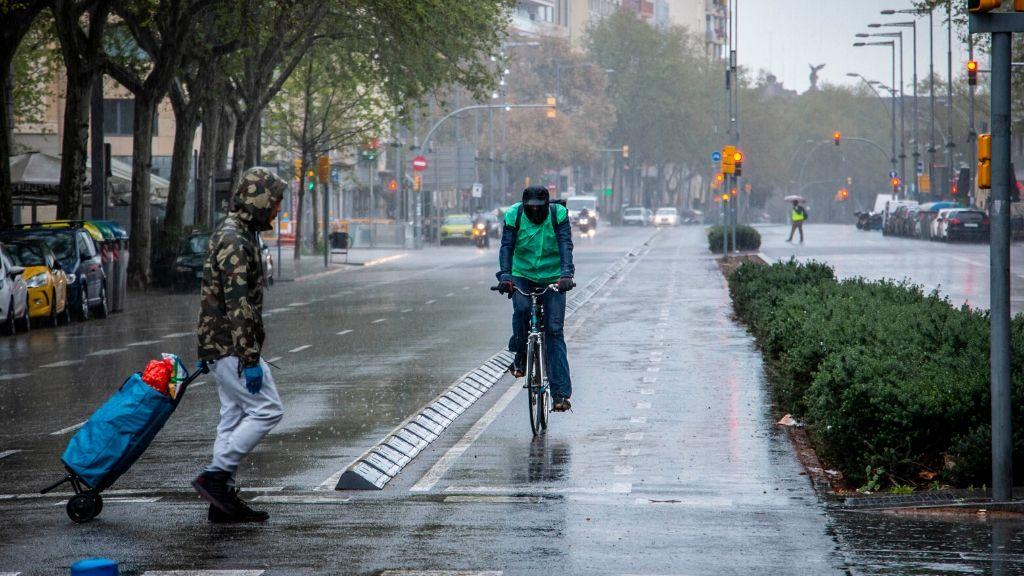 carrer pluja coronavirus repartidors