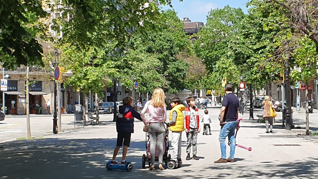 rambla catalunya familia descofinament nens carrer