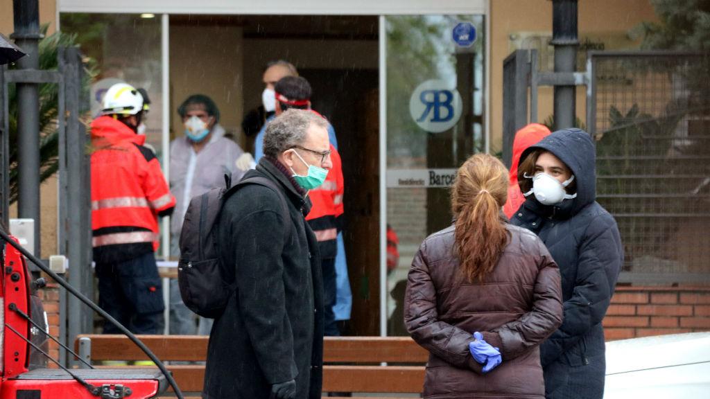 Bombers de Barcelona desinfecten la residència Barcelona